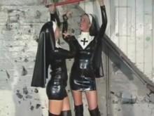 nonnes-sadomaso-latex-bondage-godemichet